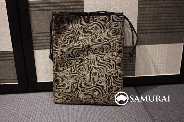 波模様の印伝が美しい信玄袋。¥28,000(税別)秋口に入りどんどん新しい商品がが入ってきております。
