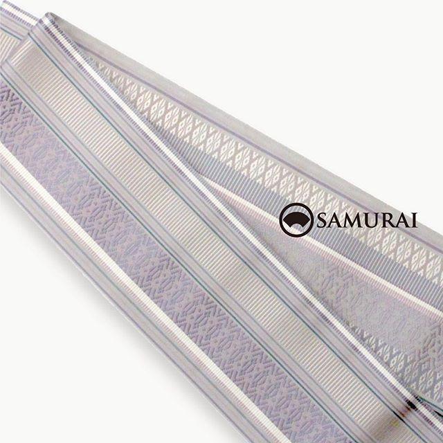 .まだ寒い日も多いですが、銀座の街路樹にも少しずつ春が近づいているようです。SAMURAI店内は春の新作が次々と入荷中。春霞のような美しい色彩の、博多織の角帯で季節を迎えにいきませんか。.博多織・角帯「献上間道(けんじょうかんどう)」¥55,000(税別)色:銀鼠(ぎんねず) #samurai #男着物 #角帯 #博多帯 #博多献上 #着物 #kimono #銀座