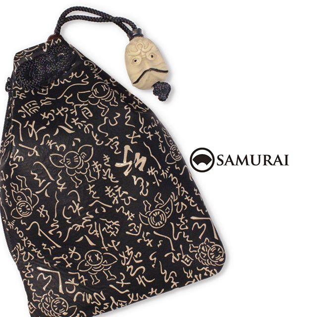 .きものも薄着になる季節。自然と目が集まる帯周りに、こんな印伝の腰巾着はいかがですか。烏天狗の根付がキリッとした男前な巾着が入荷しました。.「印伝の腰巾着」¥28,000(税別)#巾着 #腰巾着 #着物 #男着物 #bag #和小物 #印伝 #根付 #烏天狗 #天狗 #netsuke #inden #samurai