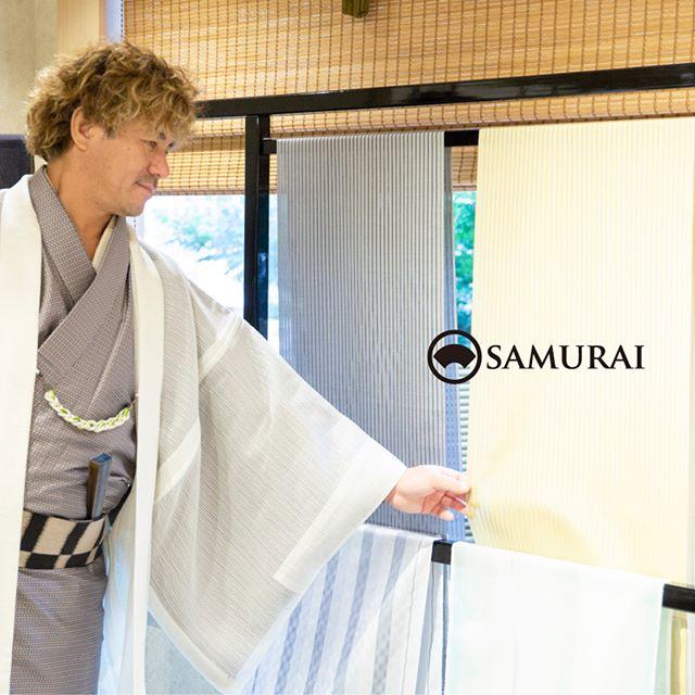 .本日をいれて、あと3日!の開催となりました。.SAMURAIならではの洒落感の利いた大島紬と、男の角帯100本を集めてSAMURAI祭を開催中です。.「SAMURAI祭 大島編」〜6月24日(日)まで開催時間:11:00〜18:00会場:COCONGINZA(SAMURAI銀座本店のある銀座クイントビル2階).写真のような透け感のある夏大島がとても人気です。軽くてシャリっとして、とても着心地が良いですよ。会場では、実際に反物を身体に合わせてみたり、質感を確かめたり、ゆっくりとご覧いただけます。お手持ちの大島紬やきものをご持参いただければ、コーディネートのご相談も承っております。.ふだん店頭には並ばない大島紬の逸品を産地から直接取り揃えましたので、のこり3日とわずかですが、ぜひこの機会にSAMURAI祭へお越しください。.#夏大島 #夏きもの #男きもの #和服 #kimono #着物 #男着物 #samurai #大島 #大島紬 #紬 #きもの #yoshiyukimizuno