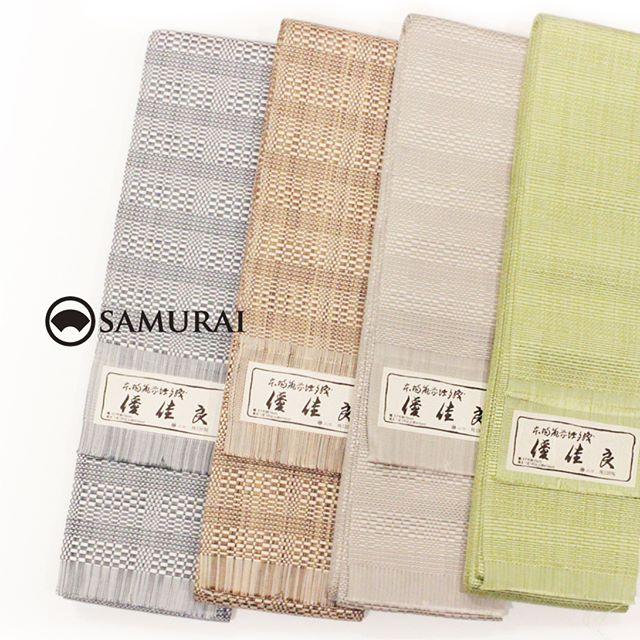 .開催中のSAMURAI祭会場よりオススメの帯を。男の角帯の代表格、本場筑前博多織の角帯です。.絹糸をふんだんに使って緻密に織られる博多帯は、丈夫で艶よく締めやすく、形をつくりやすく着崩れにくいので、きものを着慣れない方からお洒落上級者までオススメの帯です。色合いは優しく、織り柄のセンスがひかる逸品ですよ。.SAMURAIならではの洒落感の利いた大島紬と、男の角帯を全国から選りすぐり100本!今週の日曜日まで販売しております。.「SAMURAI祭 大島編」6月24日(日)まで開催時間:11:00〜18:00会場:COCONGINZA(SAMURAI銀座本店のある銀座クイントビル2階).開催のこりわずかな日数になってまいりましたが、ぜひこの機会にSAMURAI祭へお越しください。.#kimono #男帯 #夏帯 #着物 #男着物 #samurai #大島 #大島紬 #紬 #きもの #米沢織 #夏きもの #ゆかた #角帯 #博多織 #博多帯 #西陣帯 #十日町帯 #米沢帯 #西陣織 #十日町紬