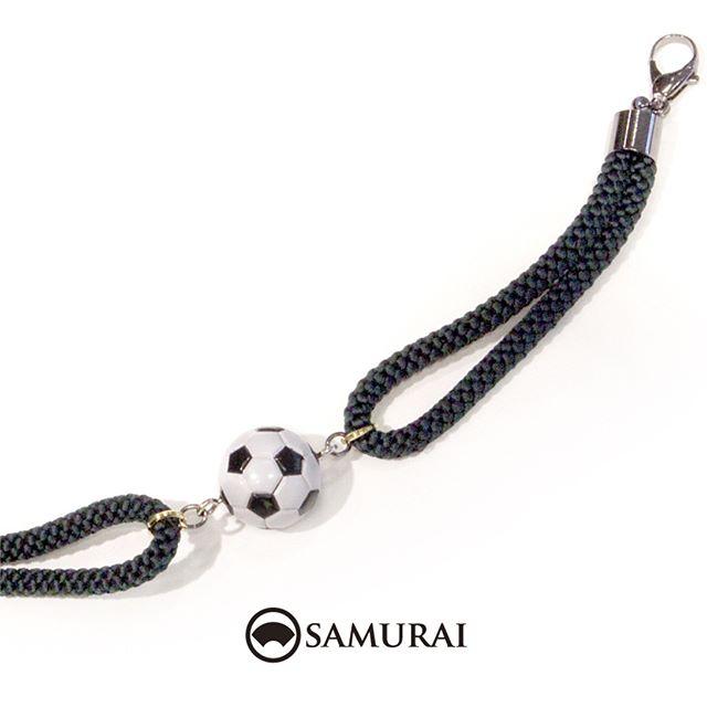 .今すぐキックオフしたくなるような羽織紐。何でもとことん楽しんだ者勝ち!ですね。今夜の試合も楽しみです。.#samurai #勝色の組紐 #羽織紐 #サッカー #W杯 #男着物 #男きもの #和小物 #kimono