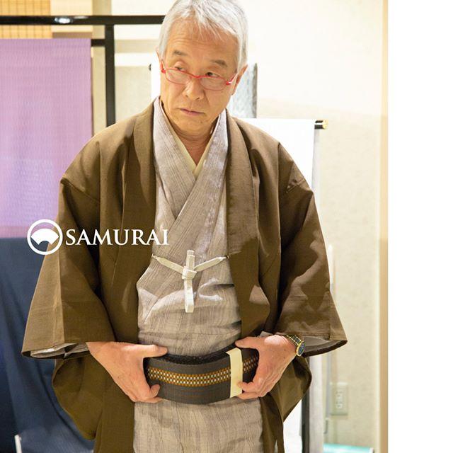 .本日をいれて、あと3日!の開催となりました。.SAMURAIならではの洒落感の利いた大島紬と、男の角帯100本を集めてSAMURAI祭を開催中です。.「SAMURAI祭 大島編」〜6月24日(日)まで開催時間:11:00〜18:00会場:COCONGINZA(SAMURAI銀座本店のある銀座クイントビル2階).全国の男きものの産地から選りすぐり集めた、男の角帯100本もご来場いただいた方に好評です。博多織の角帯はもちろん、洒落感たっぷりの西陣織や京組紐の羅の帯、十日町や米沢織の角帯も人気です。夏きものや浴衣に合わせられる夏帯も豊富ですが、オールシーズン対応の角帯も沢山ございます。.会場では、手にとって質感を確かめたり、ゆっくりとご覧いただけます。きものをお持ちの方は、ぜひ着てお越しください。帯をあてながらコーディネートをあれこれ考えるのも楽しいですよ。.ふだん店頭には並ばない大島紬の逸品と角帯100本、産地から直接取り揃えましたので、のこり3日とわずかですが、ぜひこの機会にSAMURAI祭へお越しください。.#角帯 #博多献上 #西陣帯 #西陣織 #米沢織 #十日町帯 #夏大島 #夏きもの #ゆかた #浴衣帯 #男きもの #和服 #kimono #着物 #男着物 #samurai #大島 #大島紬 #紬 #きもの #yoshiyukimizuno