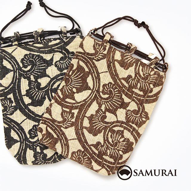 .暑い日を楽しむ術。スマホ、ハンカチ、長財布…手荷物はなるべく少なくさっとひとまとめに麻の信玄袋へ。.大胆な唐草模様が、どこか南国っぽくもあり。風通し抜群の夏きものに、パナマ帽と夏草履とこの信玄袋なんていかがですか。.SAMURAIの夏物「風魔」シリーズより「麻の信玄袋(唐草)」¥18,000〜(税別)COLOR:ブラック/ブラウン#samurai #信玄袋 #唐草模様 #和小物 #浴衣 #ゆかた #kimono #男着物 #男きもの #ginza #銀座 #souvenir #Japan #tokyo