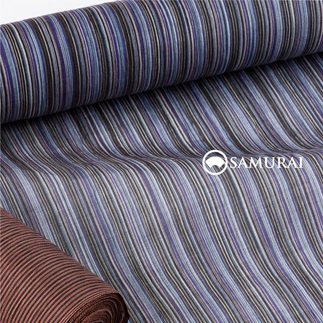 .青いトーンの変わり筋が美しい「小千谷縮」。遠目には涼しげににキリッと、近寄ると華やかな色気が漂う絶妙な色合いの夏きものです。.SAMURAIの夏物シリーズ「風魔」きもの+仕立て代 ¥88,000〜(税別)+¥10,000で帯セットにもできます。.そのほか風魔シリーズは、帯・薄羽織・履き物や扇子・袋物など夏物を様々そろえております。また、「男の夏きもの体験」も開催中ですので、試しに夏きものを着てみたいという方もこの機会にぜひご来店ください。#samurai #男着物 #男きもの #男ゆかた #浴衣 #夏帯 #薄羽織 #小千谷縮 #男きもの体験 #kimono #ginza