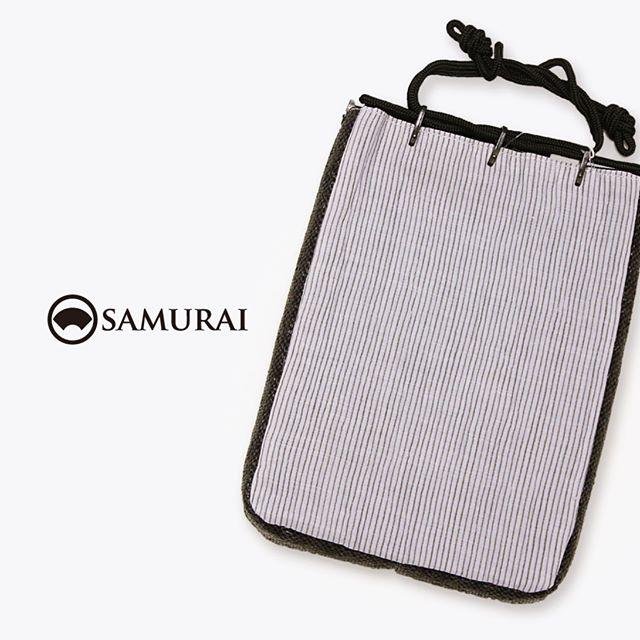 きものにもゆかたにも似合う信玄袋。薄型ですがマチもあるので、普段からスーツケースのバッグインバッグとしても使えてオススメです。長財布や小さめのタブレットも入りますよ。.SAMURAIの夏物シリーズ「風魔」より「小千谷縮の信玄袋」¥6,000(税別)#samurai #小千谷縮 #信玄袋 #バッグインバッグ #男着物 #男きもの #男浴衣 #ゆかた #和小物 #巾着 #ginza #souvenir