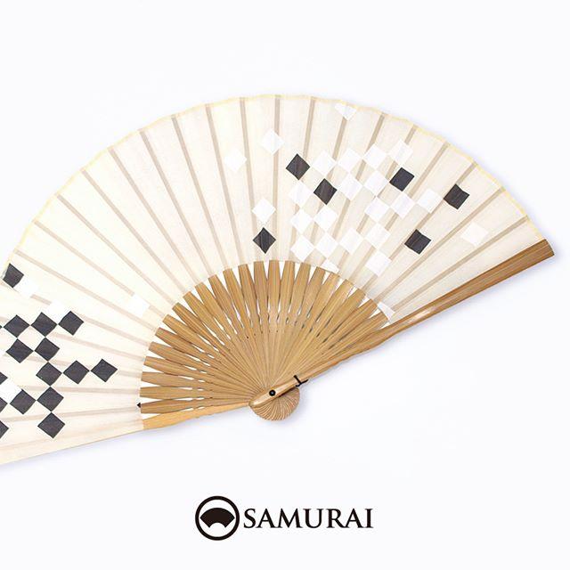 .晴れやかな7月スタートの月曜日。スーツにも着物にもゆかたにも似合う扇子が入荷しました。.SAMURAIの夏物「風魔」シリーズより「市松柄の扇子」¥3,000〜(税別)#samurai #扇子 #sensu #着物 #浴衣 #ゆかた #kimono #男着物 #男きもの #ginza #銀座 #souvenir #Japan #tokyo