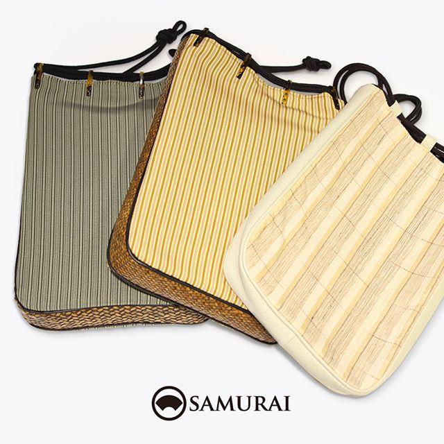 .暑い日のおでかけに。スマホ、ハンカチ、長財布…手荷物はなるべく少なくさっとひとまとめに信玄袋へ。.信玄袋は巾着の一種ですが、マチがしっかりあるので型崩れしにくくなっています。バッグインバッグとしてプレゼントにもオススメですよ。価格も大きさもいろいろご用意していますので、是非店頭でお手にとってお確かめください。.「縞柄の信玄袋」¥18,000〜(税別)#samurai #信玄袋 #唐草模様 #和小物 #浴衣 #ゆかた #kimono #男着物 #男きもの #ginza #銀座 #souvenir #Japan #tokyo