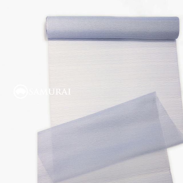 .繊細な絹糸の輝きが美しい、米沢織の薄羽織。ブルーグレーのニュアンスカラーが、下に着る夏きものや帯にベールのような涼しさを演出します。氷や雪を連想させる色彩が、着姿を見る人の目もクールダウンさせてくれますよ。.SAMURAIの夏物シリーズ「風魔/薄羽織(米沢織)」薄羽織+仕立て代 ¥120,000(税別)COLOR:ブルーグレー素材:絹100%.風魔シリーズは、ほかにも夏きもの各種帯・薄羽織・履き物や扇子など小物まで様々そろえておりますので、店内で涼みがてら、ゆっくりご覧になってください。お店は、東銀座・歌舞伎座の向かいにございます。.#samurai #米沢織 #米沢紬 #男着物 #夏着物 #浴衣 #夏帯 #薄羽織 #夏物 #男きもの #羽織 #kimono #ginza #歌舞伎座