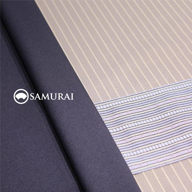 .今年の秋は男きものデビューしたいなという方、SAMURAIのKATANAはいかがですか。9月1日より価格改定と商品リニューアルを予定していますので、本日と明日、8月31日までが現価格でのご購入がお得なチャンス。きものや羽織は仕立てに約40日がかかるので、今のご購入は秋の行楽シーズンに仕上がってオススメです。.男きもの入門編としてもオススメの男きものセット「刀-KATANA-」。きもの・羽織・長襦袢は、約30種類の反物から好みの色柄を選んでお仕立て。帯・胴裏も数ある中から好みを選んでコーディネート可能なセット商品になります。生地は「御召」という絹織物ですので、ちょっとしたお出かけからセミフォーマルまで幅広く活躍します。.「刀-KATANA-」きもの+羽織+帯+長襦袢+胴裏+仕立て代まとめて一式のセット商品【8/31金曜日まで】¥165,000(税別)※9月1日以降は新価格のKATANAとしてリニューアルいたします。.生地:御召素材:正絹(絹100%)※羽織紐は別売りになります。.#samurai #男着物 #kimono #着物 #きもの #samurai #katana #刀 #銀座 #ginza #japan #tokyo #御召 #着物男子 #kimonoset