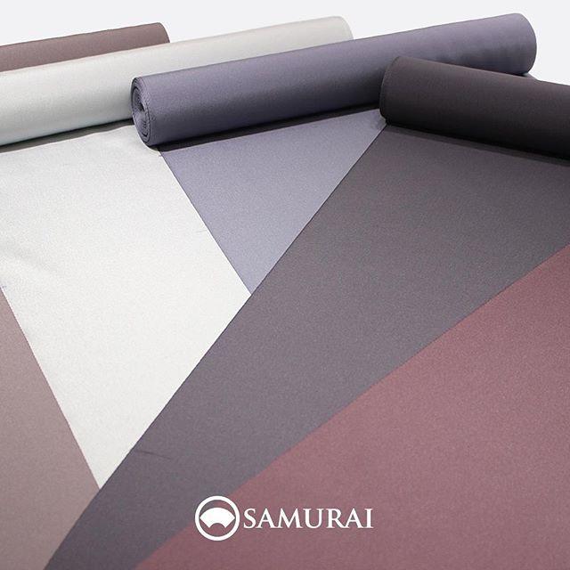 .京都丹波でつくられる大江紬。やわらかく、なめらかな風合いと艶が特徴で、紬のイメージをくつがえす紬といわれます。.こちらの大江紬は無地でも美しいのですが、ご希望の方には4種類のなかからお好みの小紋柄も入れられます。柄は、大トンボ・トンボ・ひょうたん・色紙の4種類。染めの色も様々ございますので、ご相談ください。.「大江紬」色無地:¥128,000(税別)柄入れ代:¥20,000(税別)商品内容:きもの+仕立て代素材:正絹(絹100%)※こちらの反物で羽織の仕立ても可能です。.#samurai #男着物 #kimono #着物 #きもの #大江紬 #銀座 #ginza #japan#tokyo #紬 #着物男子 #小紋 #トンボ #勝虫 #ひょうたん