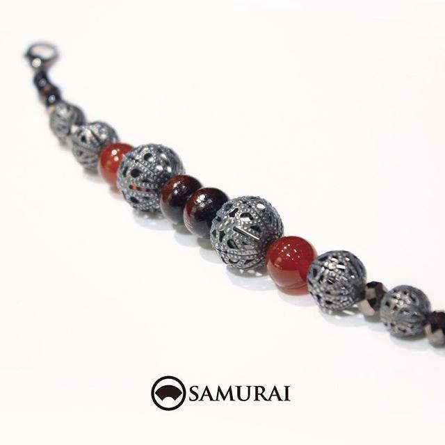 .透かし細工の玉をメインに、メノウやビーズを組み合わせたエレガントな羽織紐。秋らしい色合いの羽織紐がただいま店頭に並んでおります。.「透かし玉の羽織紐」¥7,000(税別)#samurai #男着物 #男きもの #和装小物 #羽織 #羽織紐 #ギフト #誕生日プレゼント #kimono #ginza #歌舞伎座