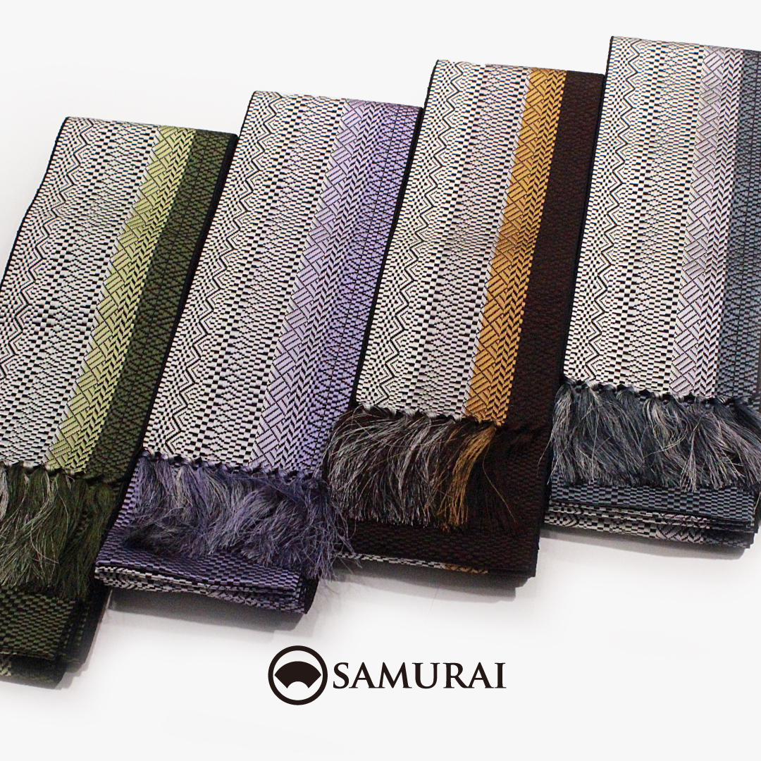幾何学柄がモダンで色彩が美しい博多織の角帯。艶良く、締めやすく、当店でも人気の帯のひとつです。.博多織の職人さんが、きちんとつくる、博多帯。なかなか量産がむずかしく、数量限定の入荷ですが、気になる物がございましたらどうぞお早めにお店へcheckにいらしてください。.「角帯/博多織・将(幾何学柄)」 ¥18,000(税別)素材:絹100%#samurai #井上織物 #角帯 #帯 #博多帯 #博多織 #hanataobi #hakataori #男きもの #男着物 #着物男子 #きもの男子 #ginza