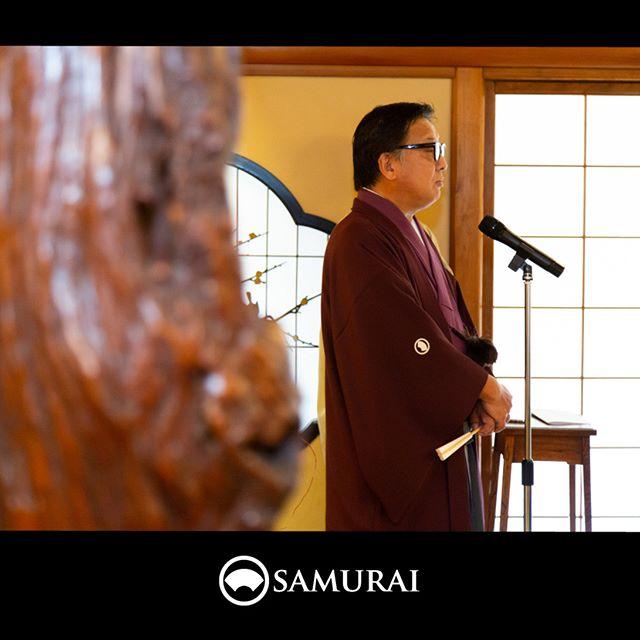 .SAMURAIを着る人。当店をプロデュースする、日本和装ホールディングス株式会社の代表取締役会長もプライベートで当店のきものを楽しむその1人です。.男きもの専門店 SAMURAIは、色紋付や黒紋付も取り扱っております。節目の衣装として格式あるものですので、着る人はもとよりその方がお招きするゲストにも最上級の礼を尽くすよう、職人の丁寧な仕事でこしらえた紋付です。肩からしっとりと落ちる羽二重の美しさは、令和になっても、色あせることのない日本の美しい礼装でしょう。.----------------------当店メンバー様限定のサムライ会・5周年特別編の様子より。年代や職業を超えて、男きものを楽しむ会として開催してきたサムライ会もおかげさまで5年がたち、30回目。.春のひとときを皆さまと、楽しく、心豊かな時間を過ごさせていただきました。.#男きもの専門店SAMURAI #サムライ会 #男着物 #男きもの #着物男子 #きもの男子 #samurai #男和服 #menskimono #asakusa #浅草 #saryouichimatsu #geisha #銀座 #歌舞伎座