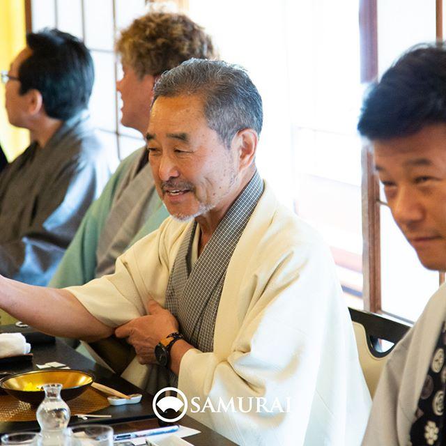 .SAMURAIを着る人。.SAMURAIの男きものを楽しんでくださっている方たちをご紹介しています。スーツ姿とはまた違う仕草が魅力的で、やっぱり素敵ですね。.----------------------当店メンバー様限定のサムライ会・5周年特別編の様子より。年代や職業を超えて、男きものを楽しむ会として開催してきたサムライ会もおかげさまで5年がたち、30回目。.春のひとときを皆さまと、楽しく、心豊かな時間を過ごさせていただきました。.#男きもの専門店SAMURAI #サムライ会 #男着物 #男きもの #着物男子 #きもの男子 #samurai #男和服 #menskimono #asakusa #浅草 #saryouichimatsu #geisha #銀座 #歌舞伎座