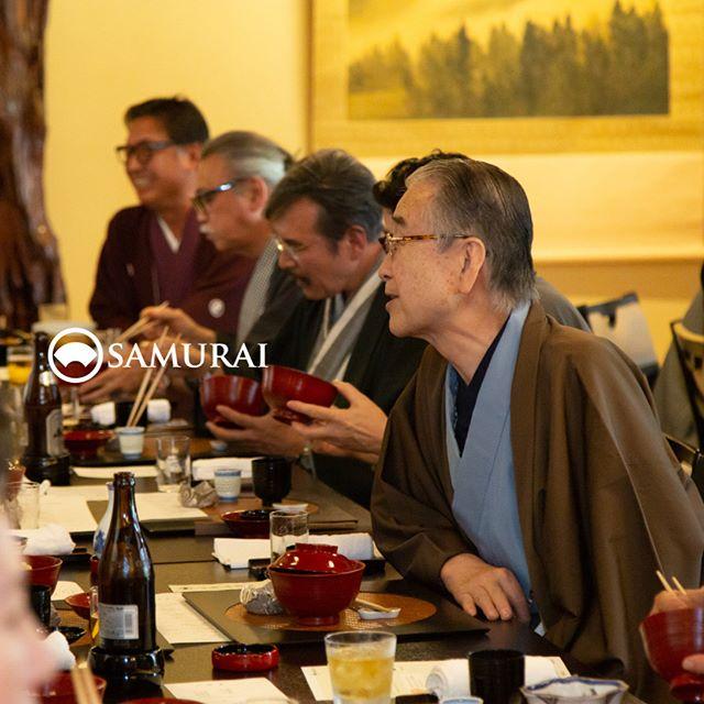 .サムライ会・5周年特別編の様子より。.サムライ会は、当店でご登録いただいているメンバーの方限定で年代や職業を超え、男きものを楽しむ会として開催しています。.この春は、男きもの専門店SAMURAIとサムライ会の5周年を記念して、ちょっと特別に、浅草・茶寮一松のお座敷をかりてお祝いいたしました。.メンバー様以外にも、メンバー様のご家族や男きもの産地の生産者の方々もお越しくださって、楽しく、心豊かな春のひとときを過ごさせていただきました。.#男きもの専門店SAMURAI #サムライ会 #男着物 #男きもの #着物男子 #きもの男子 #samurai #男和服 #menskimono #asakusa #浅草 #saryouichimatsu #geisha #銀座 #歌舞伎座